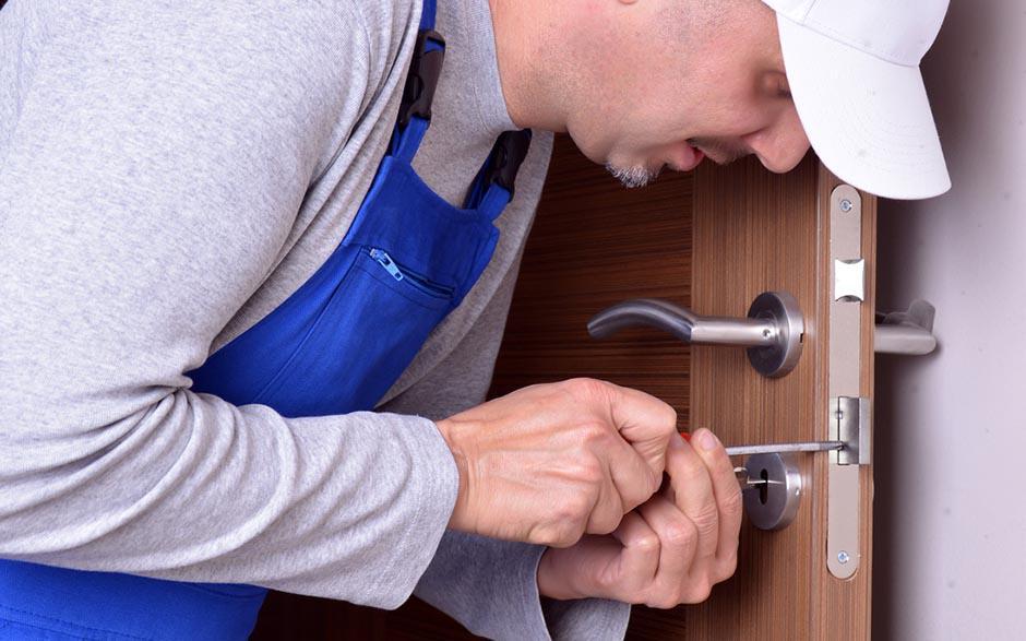 Le serrurier, un professionnel au service des entreprises