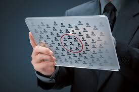 Quelles informations enregistrées dans sa base de données clients ?